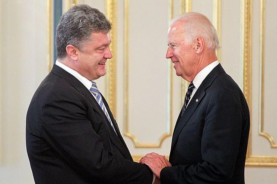 Петр Порошенко и Джо Байден на встрече в Киеве в июне 2014 года