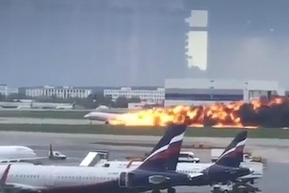На борту самолета находились 73 пассажира и пять членов экипажа