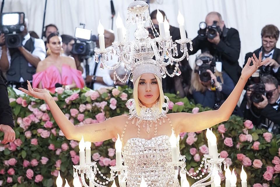 0d27269d96e Самые яркие наряды Met Gala-2019  Мокрое платье Ким Кардашьян и блестящее  декольте Дженнифер Лопес