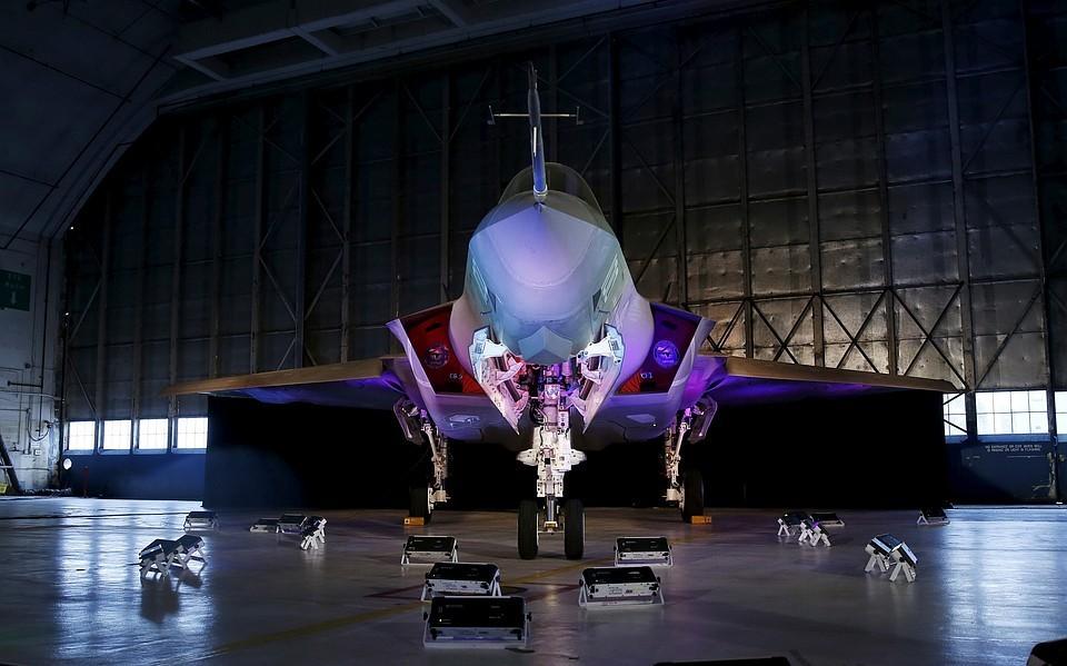Истребитель-бомбардировщик пятого поколения F-35