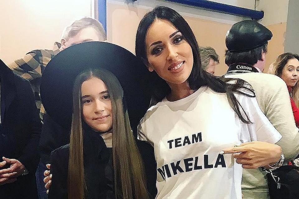 Певица Алсу с дочкой Микеллой.