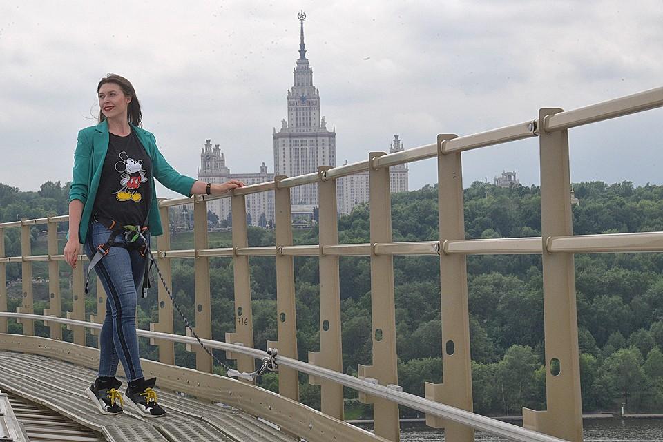 """Журналисты """"КП"""" протестировали будущий экстрим-маршрут по крыше стадиона """"Лужники""""."""