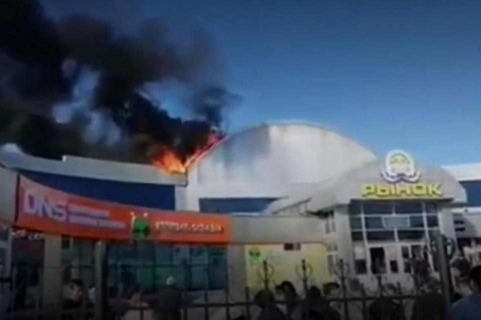 Пожар на Центральном рынке Петропавловска-Камчатского: десятки людей эвакуированы, предприниматели терпят убытки