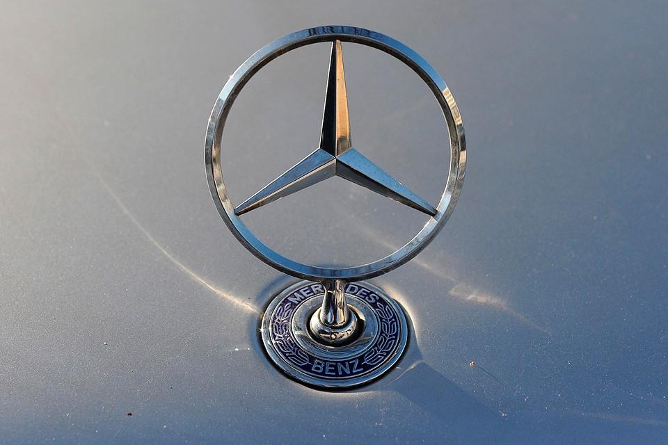 Пострадавший умудрился купить автомобиль Мерседес-Бенц Е200, который оказался арендованным у фирмы проката авто.