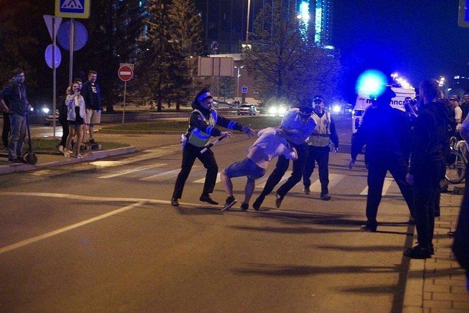 В Екатеринбурге почти две недели кипели страсти в сквере у театра Драмы