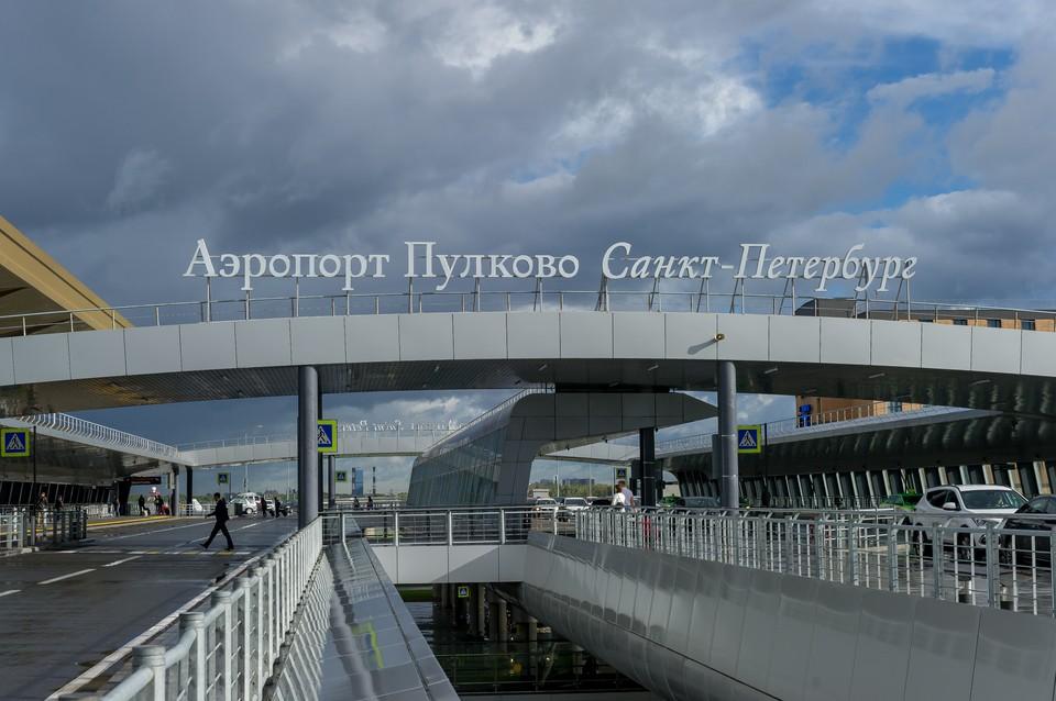 В Пулково экстренно прибыли медики.