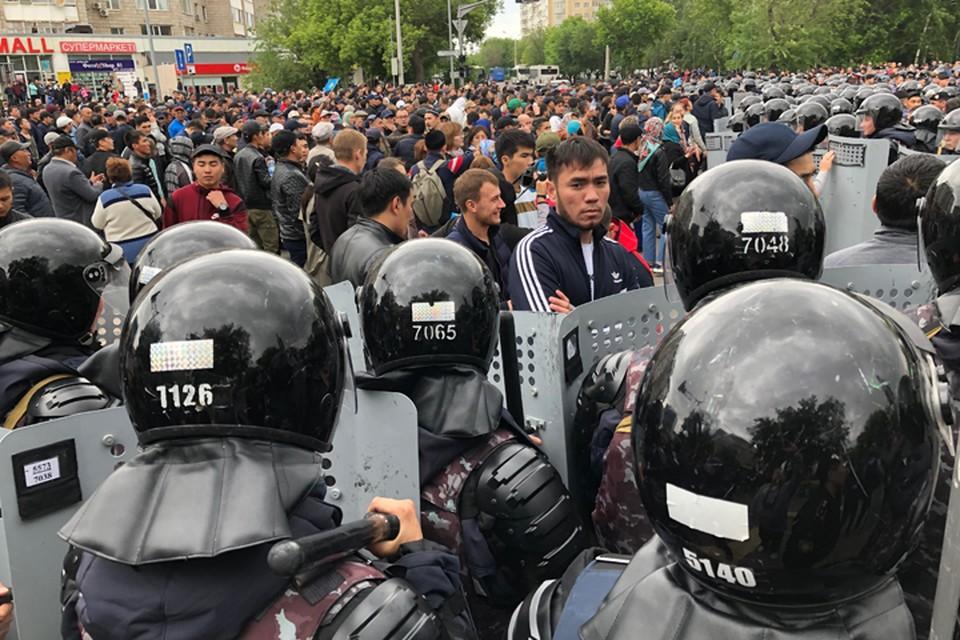Буквально за полчаса с начала действий правоохранителей проспект Республики был очищен от участников протеста