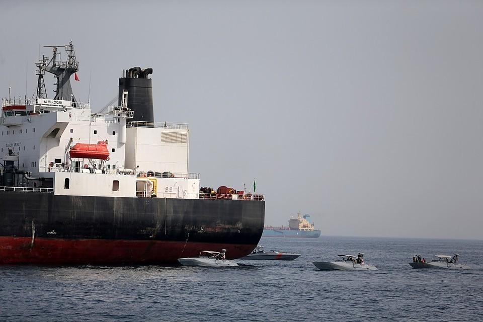 По данным телеканала NHK, владельцем танкера является японская компания