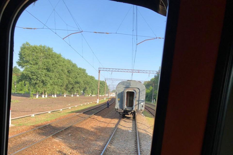"""У брянского поезда отцепился вагон. Фото: vk.com, """"Типичный Брянск""""."""