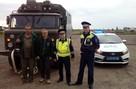 Заглохли посреди дороги: на Урале полицейские помогли немецким туристам, путешествующим на советском ГАЗе
