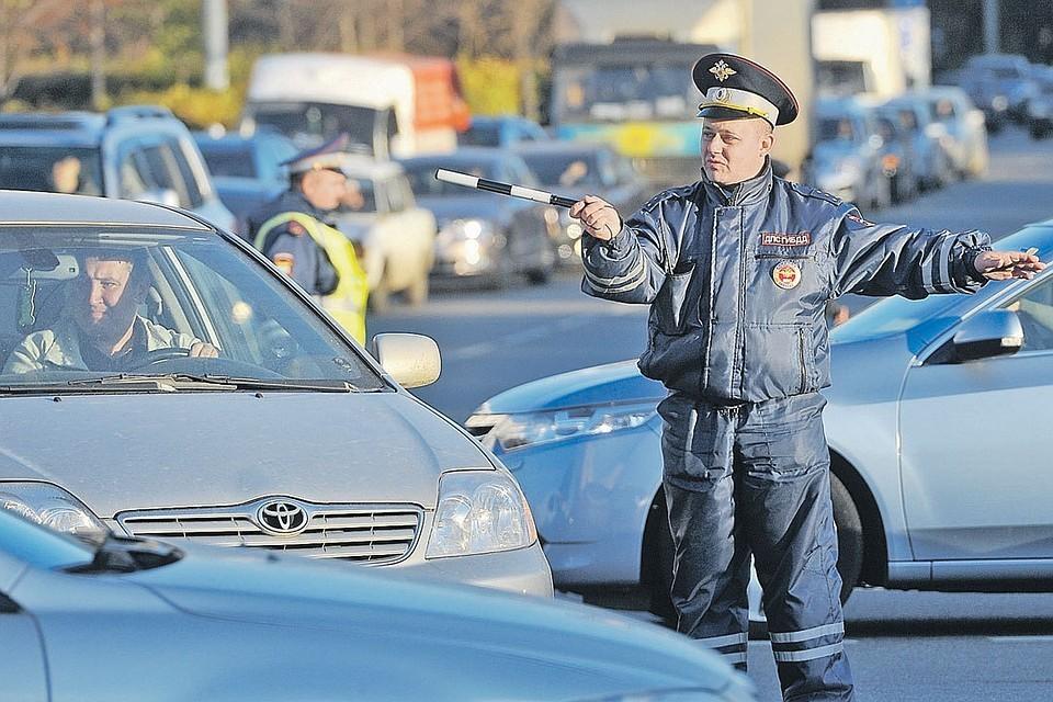Инсперкторам ДПС предложили лишать водителей прав прямо на дороге