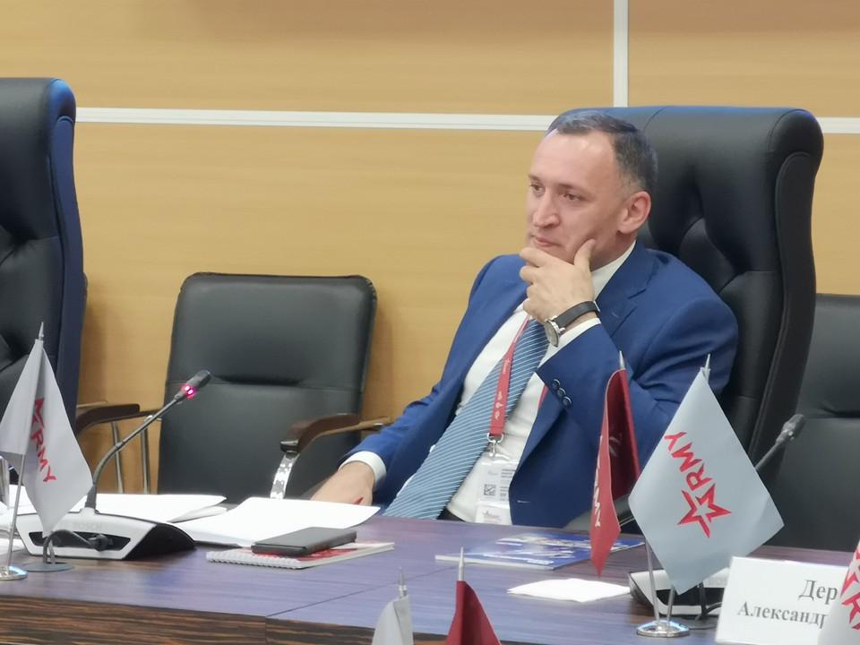 Основатель и руководитель Ассоциации кластеров и технопарков России Андрей Шпиленко на круглом столе в рамках форума «Армия-2019».