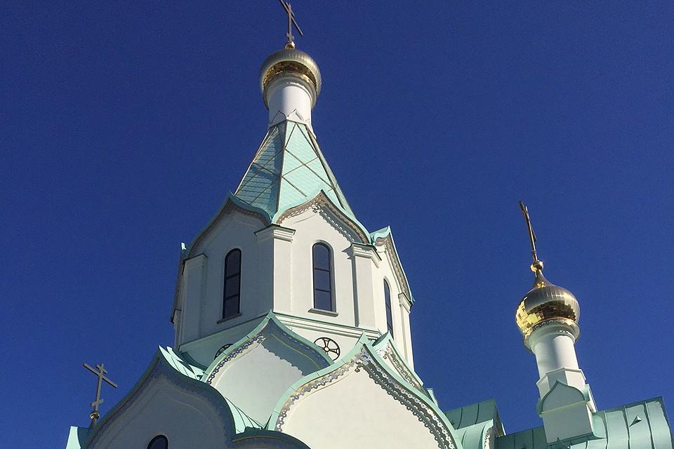 Над проектом храма работали российские и французские архитекторы.