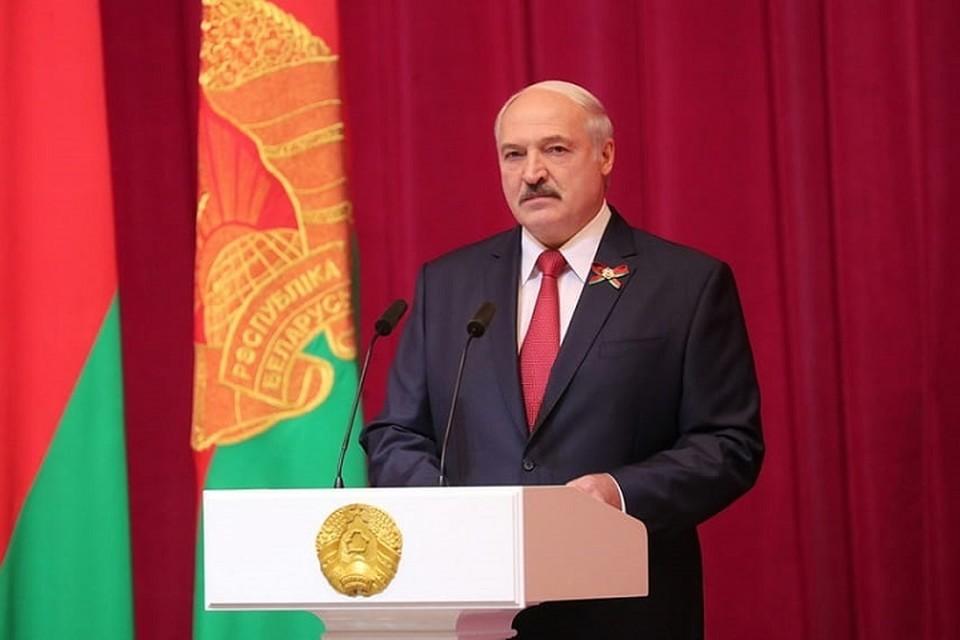 Президент Беларуси уверен, что родину должны защищать все – «особенно мужики». Фото: belta.by.