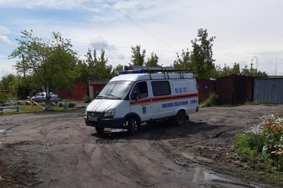 Спасатели быстро прибыли на место и вытащили бедолагу. Фото: группа во ВКонтакте «Инцидент | Курган»