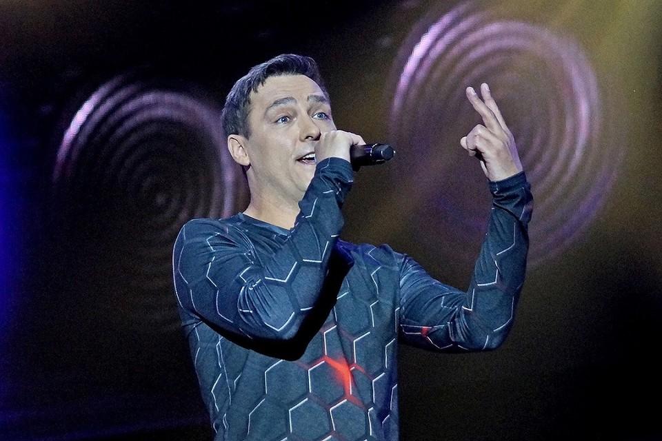 Юрий на обезболивающих и антибиотиках отработал 4 концерта.