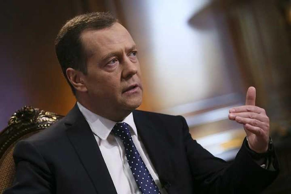 """Премьер-министр России Дмитрий Медведев одобрил проект первой частной автодороги """"Меридиан"""", которая должна соединить Западную Европу и Китай"""