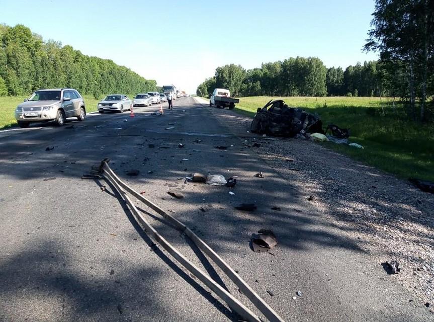 78df771aab1ef Лоб в лоб: три человека погибли при ДТП грузовика с легковушкой на Алтае
