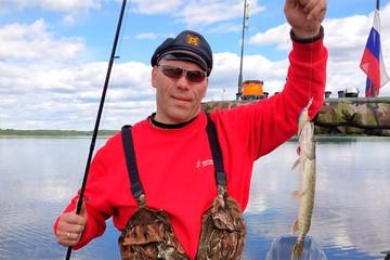 Звездная рыбалка: Валуев ловит хищников на блесну, а Домогаров прикармливает карпов геркулесом