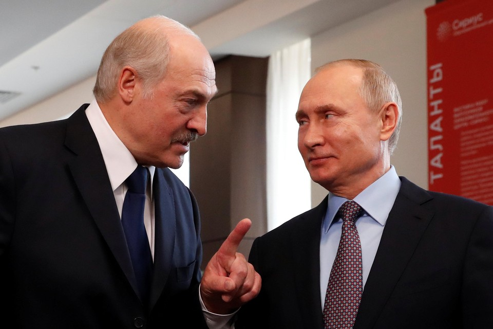 Александр Лукашенко и Владимир Путин (справа)