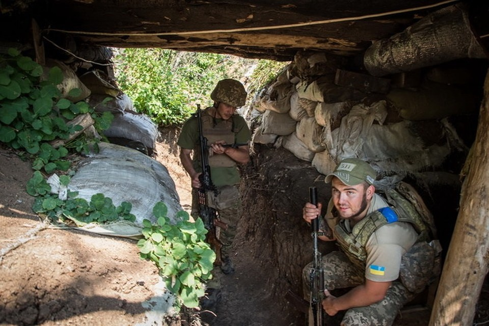 На Украине почти не осталось желающих месить грязь на передовой. Фото: facebook.com/pressjfo.news