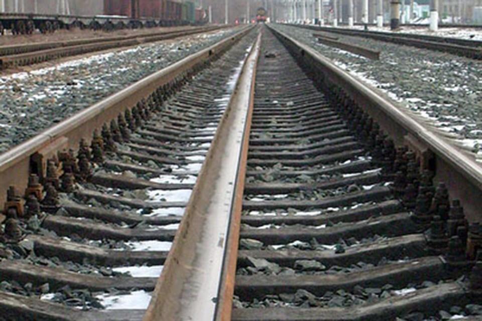 Мужчина погиб на железной дороге в Пуховичском районе.