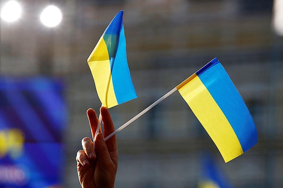 Президента Украины Владимира Зеленского попросили пустить поезда в Крым