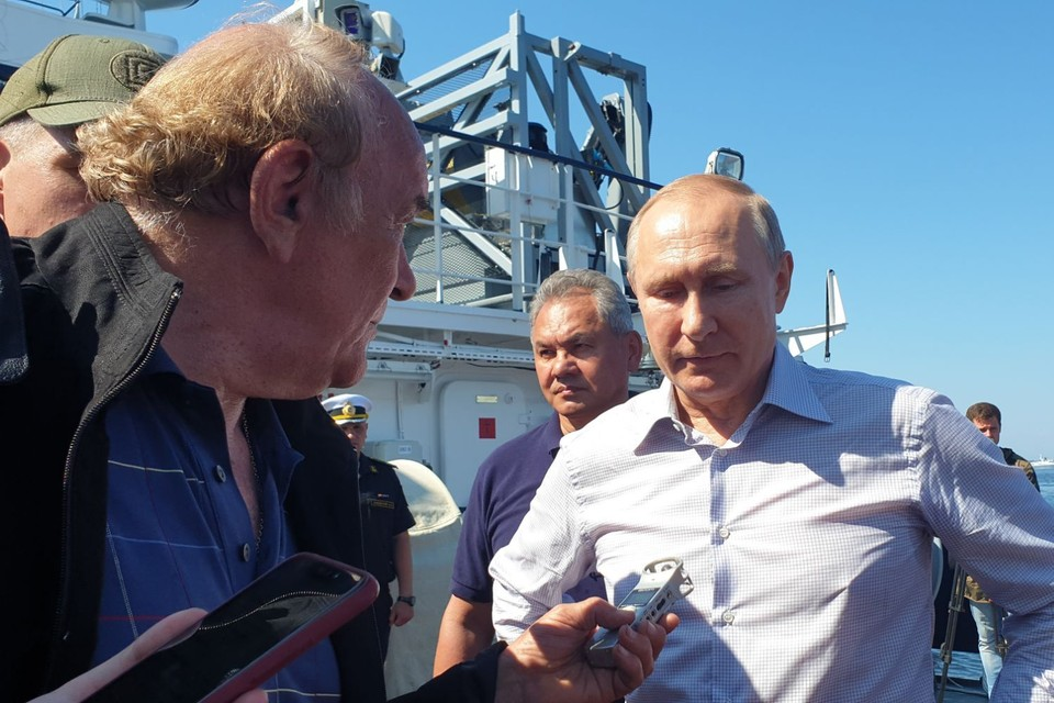 Президент России воздал почести героическому экипажу погибшей совестной подводной лодки