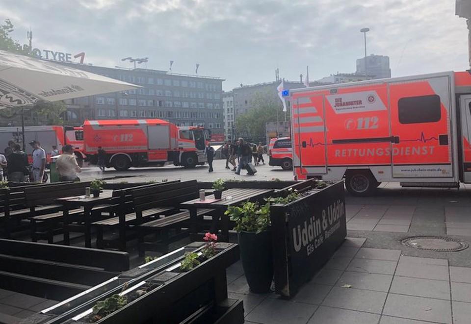 В Германии мужчина столкнул под поезд мать с ребенком