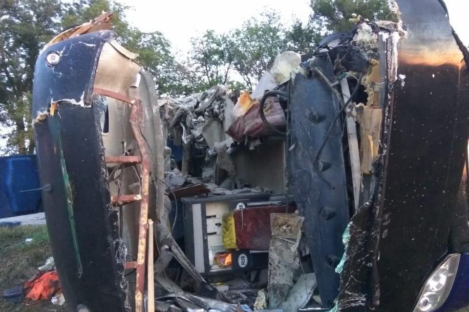 Число пострадавших в ДТП с участием рейсового автобуса и грузовика в Ставропольском крае увеличилось до 20. Фото: очевидцы