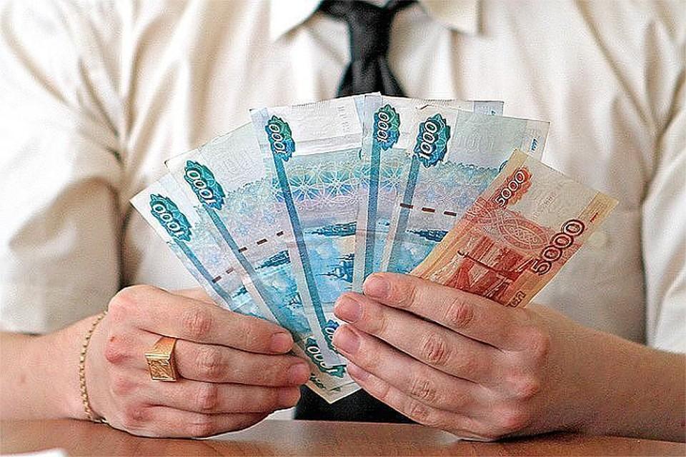 Названы отрасли с самыми высокими и низкими зарплатами