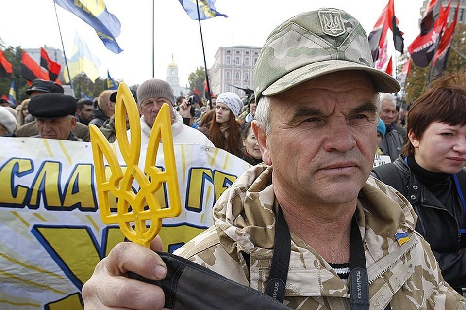Украинские националисты во время митинга. Фото: Vladimir Sindeyeve/NurPhoto/Zumapress/TACC