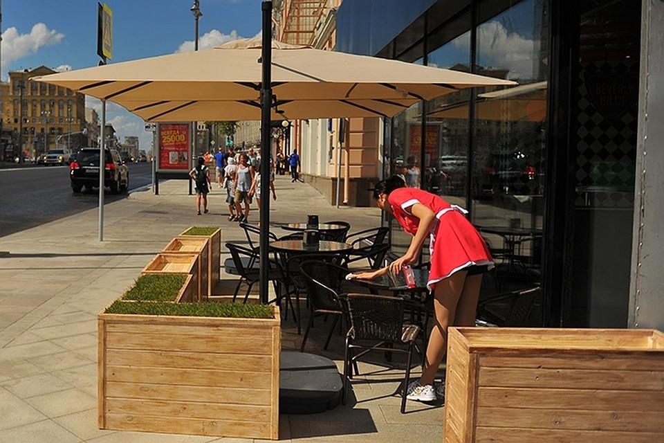 В Москве владельцам кафе и ресторанов посоветовали временно закрыть летние террасы