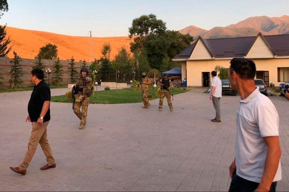 Поводом для силовой акции послужил отказ Атамбаева являться на допросы.