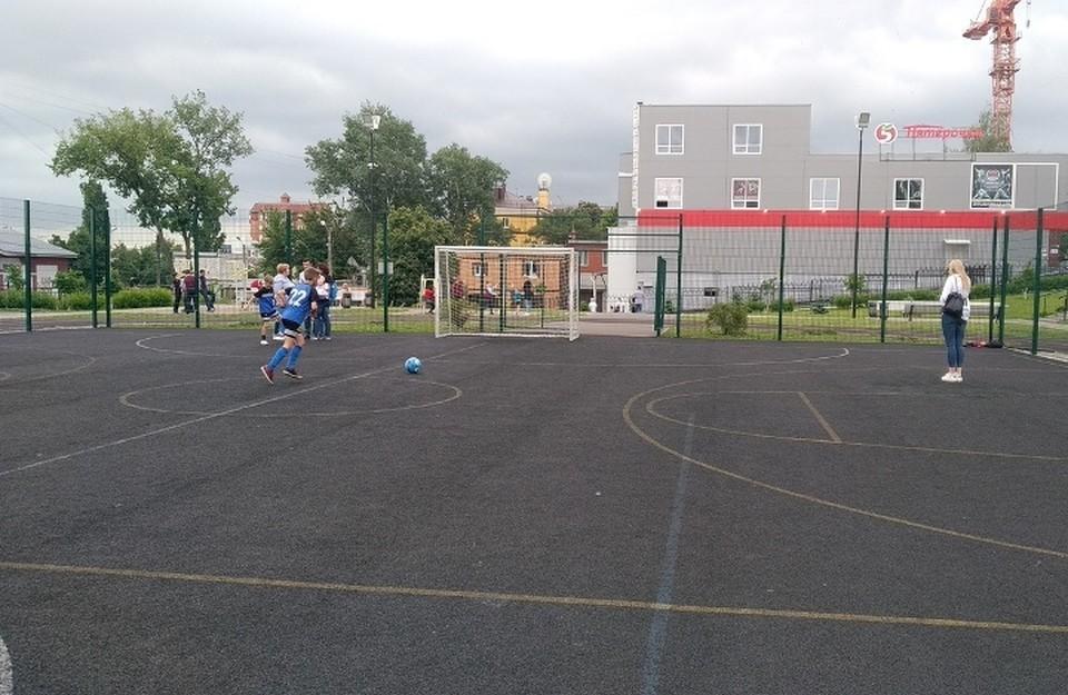 На спортплощадке Фехтовального центра на Советской начнутся соревнования по футболу