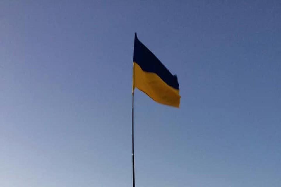 В Крыму неизвестные подняли флаг Украины. Фото: facebook.com/cobritob