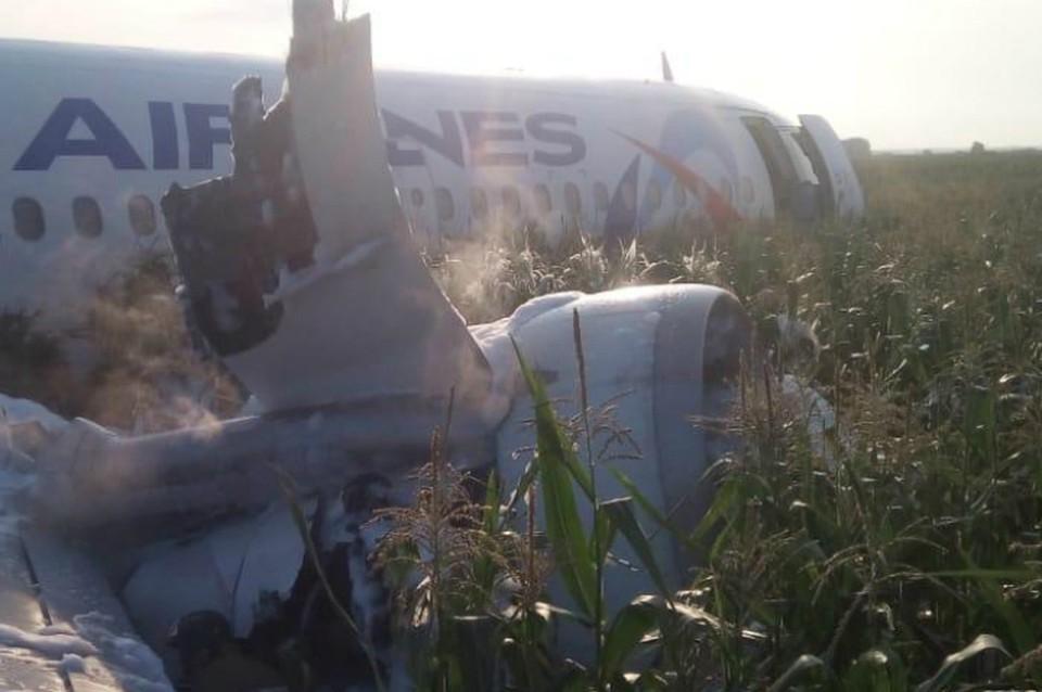 Самолет рейса Москва - Симферополь совершил жесткую посадку в поле после взлета из аэропорта Жуковский