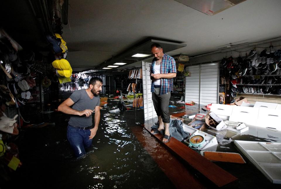 Большой базар в Стамбуле также затопило