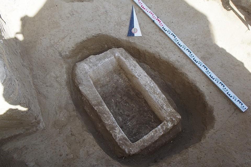 Загадочный Крым: В Керчи во время раскопок археологи обнаружили необычный саркофаг
