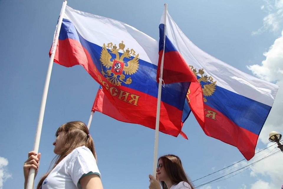 Михаил Ведерников поздравил псковичей с Днём государственного флага РФ.