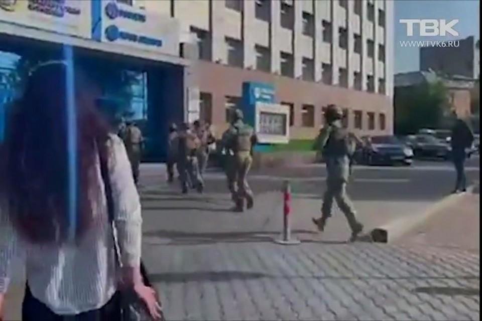 В Красноярске в офисе «Россети Сибирь» прошли обыски. Стоп-кадр видео