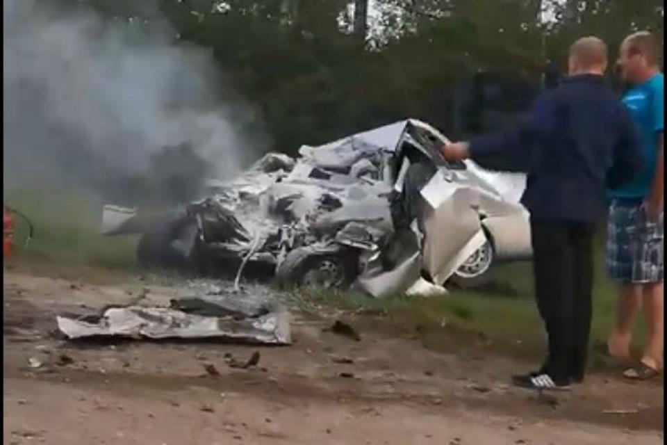 Три человека погибли в лобовом столкновении с грузовиком. ФОТО: Бетта Ди-Гожь