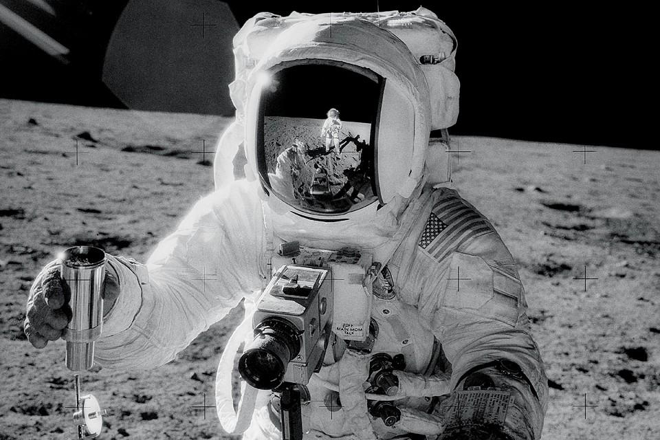 Поставим вопрос ребром, а не нашпигована ли Луна активными и «злыми» бактериями?