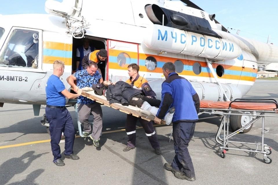 В Хакасии спасли сборщика орехов, упавшего с 18-метровой высоты. Фото: МЧС Хакасии