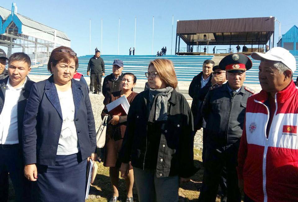 Алтынай Омурбекова осмотрела объекты на территории национального комплекса «Манас Ордо» и ипподром в Таласе.
