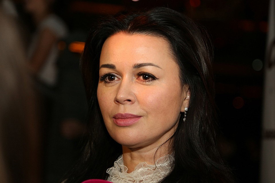 Семья Анастасии Заворотнюк молчит о ее состоянии