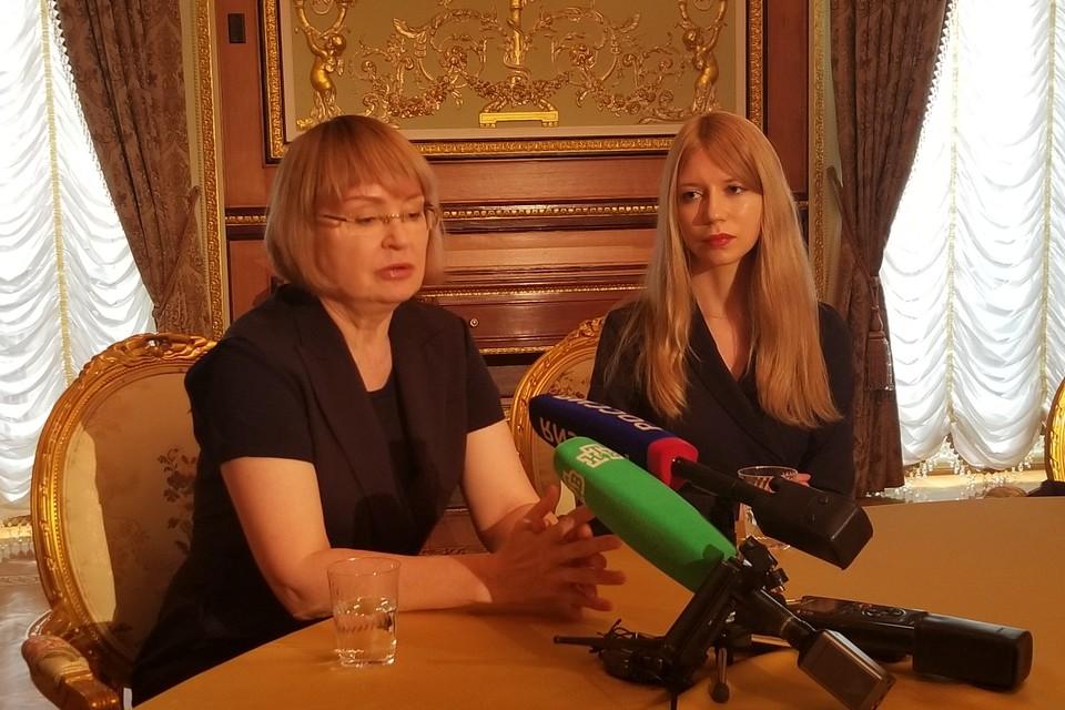 Алла и Елизавета Бут в Генконсульстве РФ в Нью-Йорке