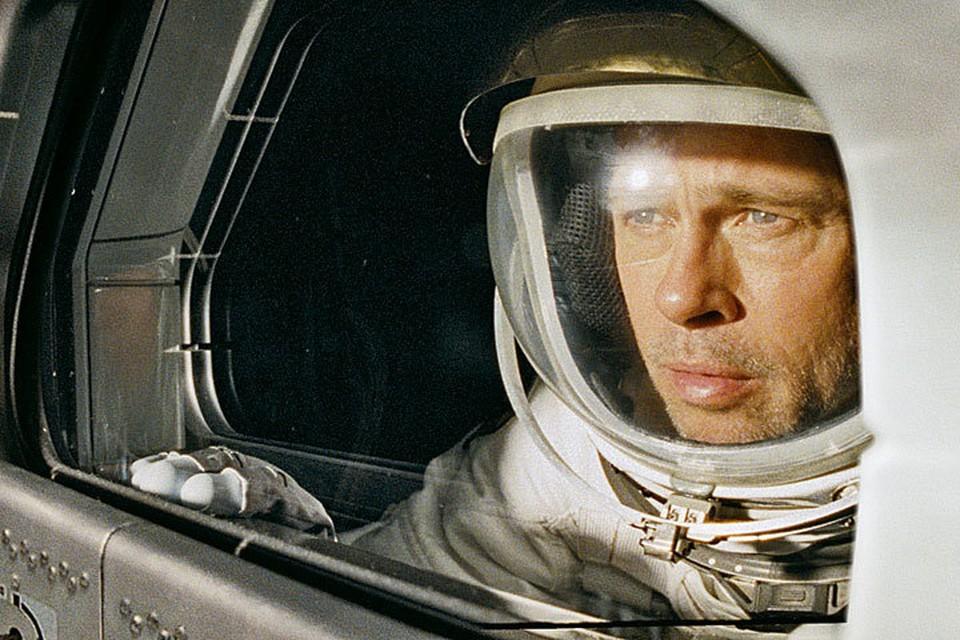 В новой картине «К звездам» герой Питта бороздит космические просторы в поисках отца. Фото: Кадр из фильма