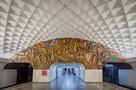 Неон, бетон и эскалаторы: канадский фотограф выпустил уникальную книгу о советском метро