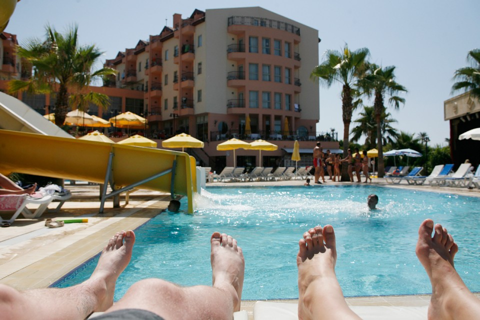 На всех курортах анталийского побережья создадут инспекционные комиссии. Они будут не только регулярно контролировать гостиницы, но смогут и нагрянуть с внезапной проверкой